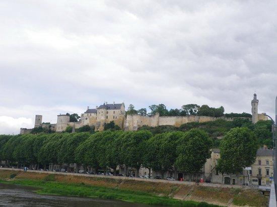 Forteresse royale de Chinon: Forteresse vu de la ville