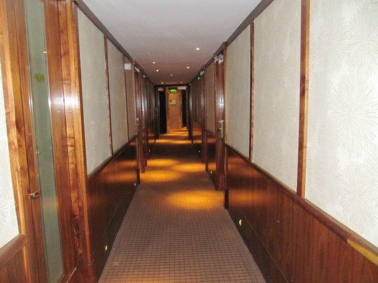 Europa Hotel - Belfast: Room Corridor