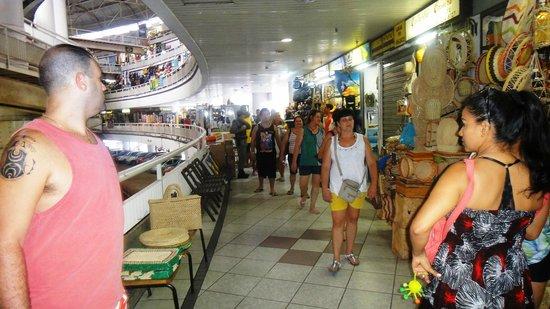 Comprando chapéu - Foto di Mercado Central de Fortaleza fc54ee2033f