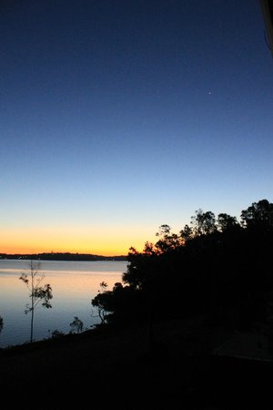 Anne's Waterfront Haven : Sunset from the balcony