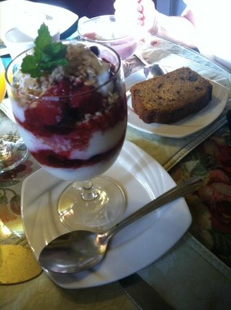 Cleftstone Manor: Yogurt parfait with fresh blueberries and homemade bread