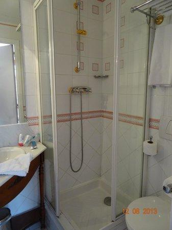 Villa Eugenie: shower