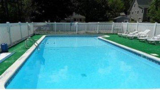 Lido Motel: Pool Area