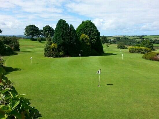 Bowood Park Hotel & Golf Club : putting greens
