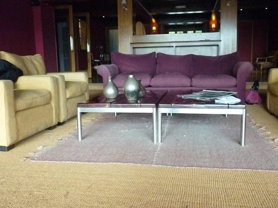 Hotel Tunquelen : recepcion