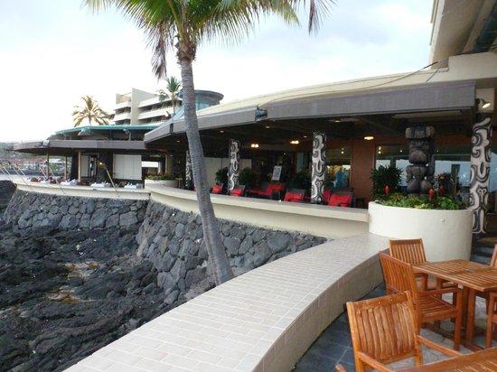 Royal Kona Resort: Bar are off water-amazing!