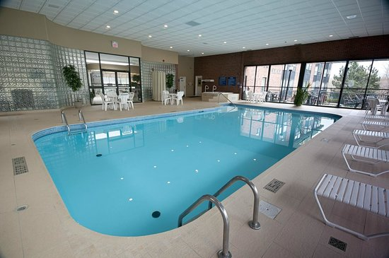 Visitors Inn: Indoor Pool, Jacuzzi, and Sauna