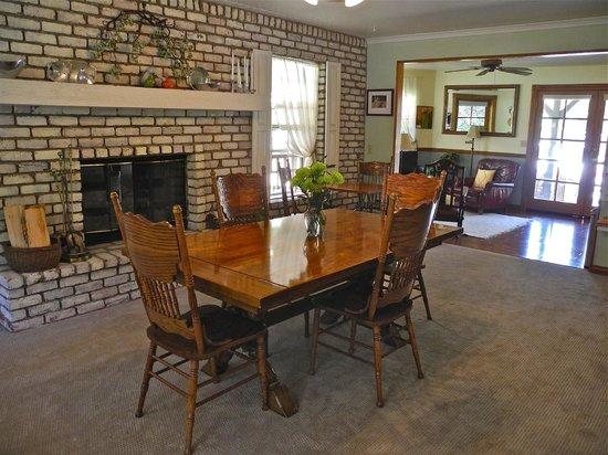 Kern River Inn Bed and Breakfast : Dining Room
