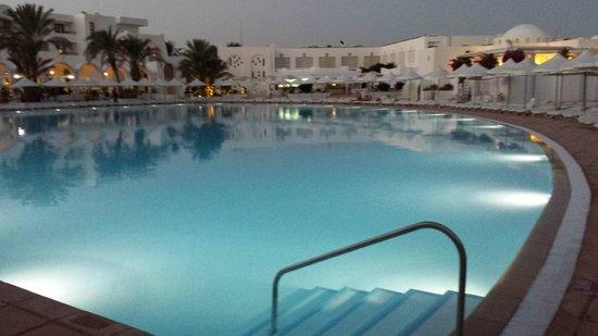 Hôtel Palm Azur: Still 35 degrees at 9pm