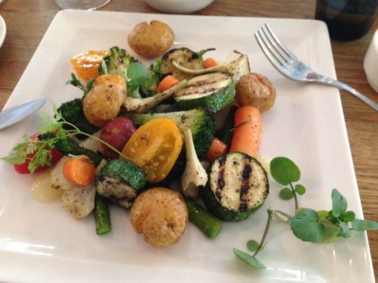 Restaurant B.A.R.: Special vegan dish made for me by the chef. Gorgeous veggies cooked to perfection with lovely sa