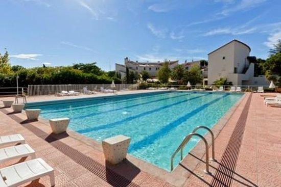 Hotel Spa Las Motas - Vacancéole: Vue piscine et de l'hôtel Las Motas