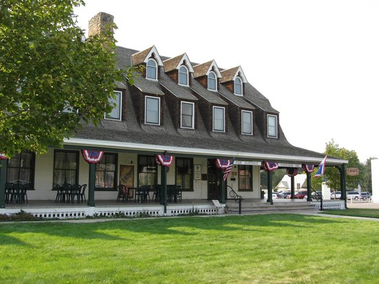 The Historic Sheridan Inn: Sheridan Inn, facade