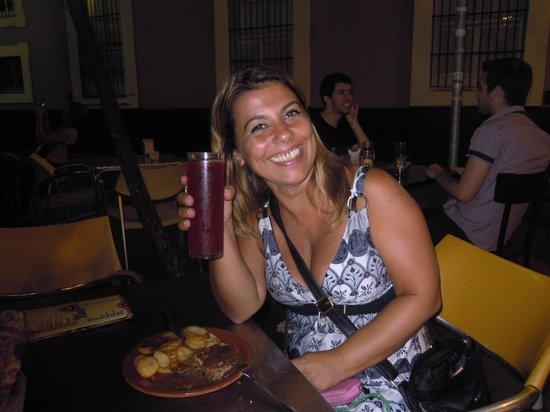 Levies Cafe-Bar : sangria e tapas