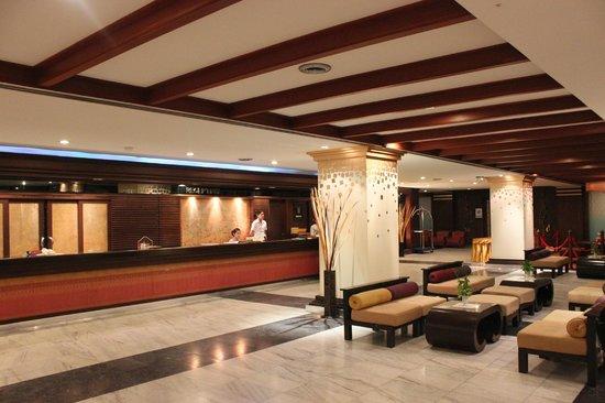 Mountain Beach Hotel: Main Lobby