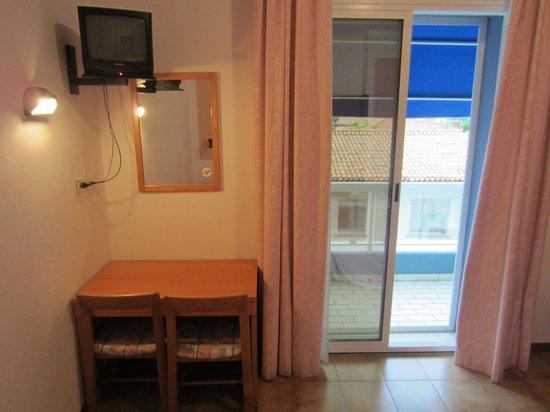 Hotel Touring: Scrivania, tv e balcone