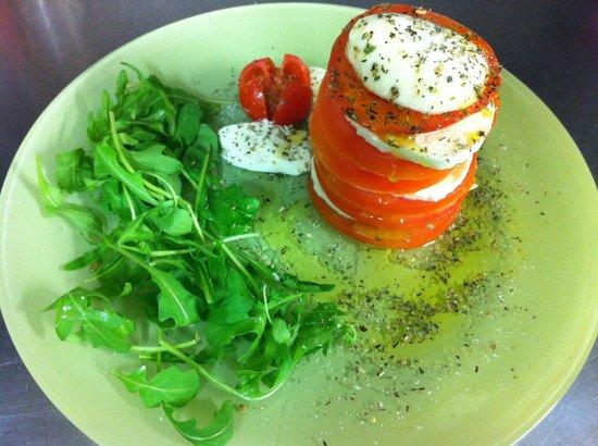 Il Porrina: Mmm buonissima la caprese con pomodoro e mozzarella fior di latte