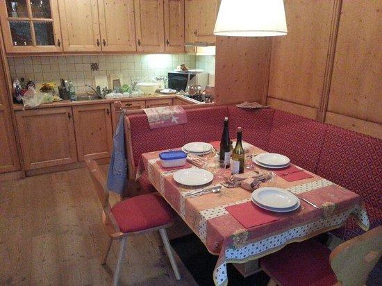 Residence Clara: Cucina.