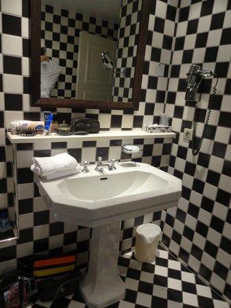 Grand Tonic Hotel Biarritz : salle de bains