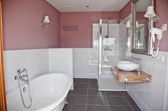 Natura Petit Hotel: baño