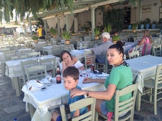 Vangelis Taverna : πολύ ωραία ελληνική ταβέρνα με μεγάλη ποικιλία σε ψάρια και κρεατικά