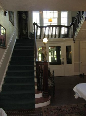 Kane Manor Country Inn : The manor's entrance way
