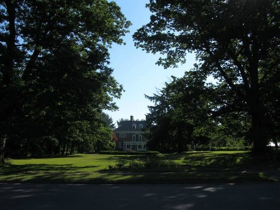 Kane Manor Country Inn : The manor from the outside