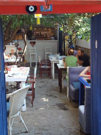 Cafe 7: eating outside