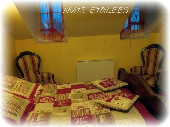 Au Pied Du Chateau : SUITE FAMILIALE NUITS ETOILEES