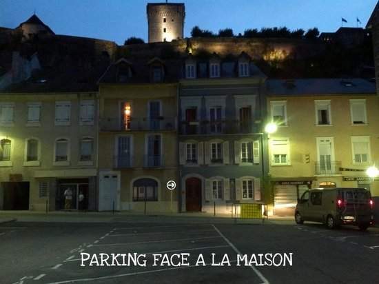 Au Pied Du Chateau : VUE EXTERIEUR