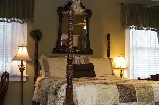 Clichy Inn: The Whitefriar Room