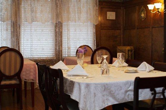 Clichy Inn: Dining room