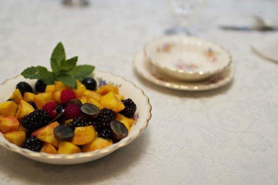 Clichy Inn: Enjoy a full breakfast