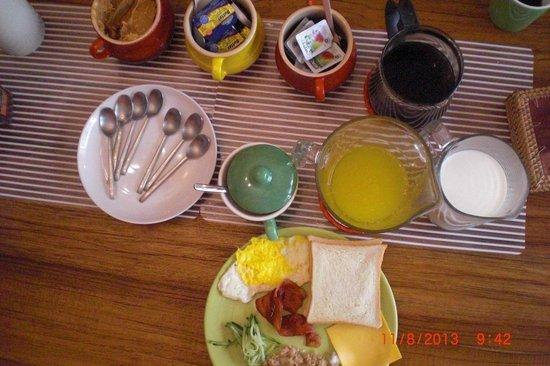 Delise's House: breakfast