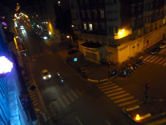Alyss Saphir Cambronne Eiffel: strada di sera