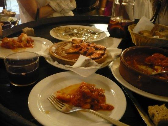 Restaurante La Boveda : champigons au roquefort, morue en sauce, poulpe