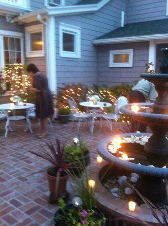 Miss Molly's Inn Bed & Breakfast: patio