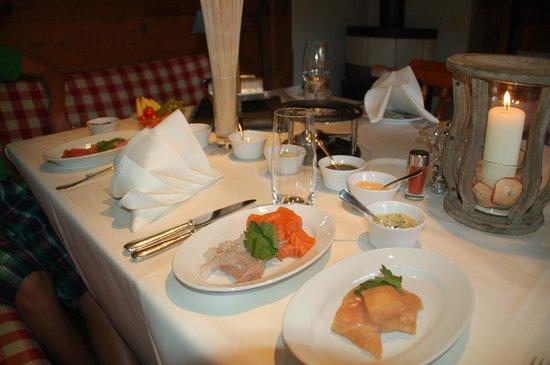 Hotel Hornberg: Le diner dans le chalet pour manger une raclette