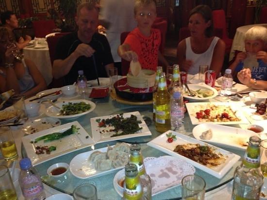 Xihe Yaju: Enjoying the revolving serving of Chinese food