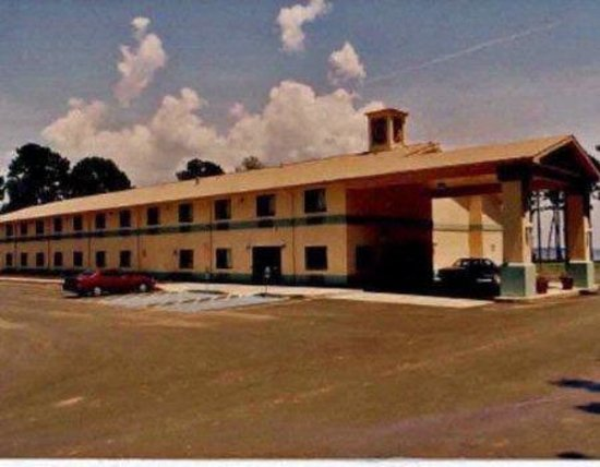 Sabine Lake Inn: Other Hotel Services/Amenities