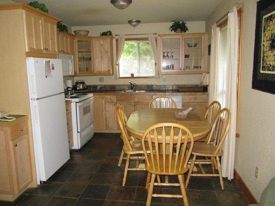 Beach Acres Resort: Kitchen area