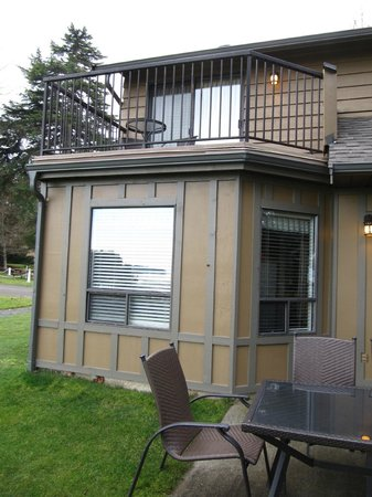 Beach Acres Resort: Unit downstairs and upstairs overlooking beach #28