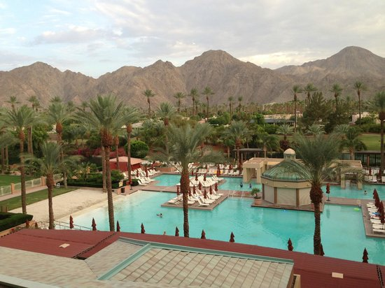 Renaissance Indian Wells Resort & Spa: View on the pool