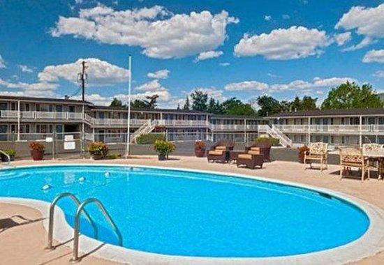 Rogue Valley Inn: Pool