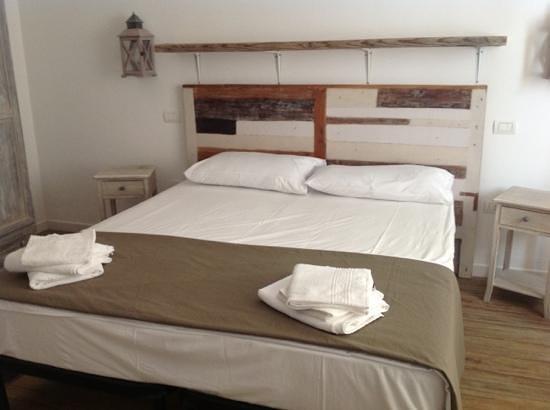 Domatia Bed and Breakfast : camera da letto