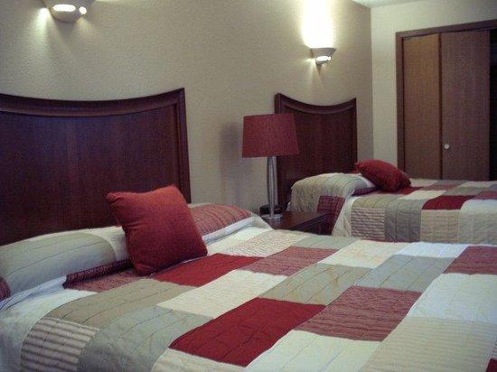 2 Queen Bed Room Picture Of Mt Olympus Villages Wisconsin Dells Tripadvisor