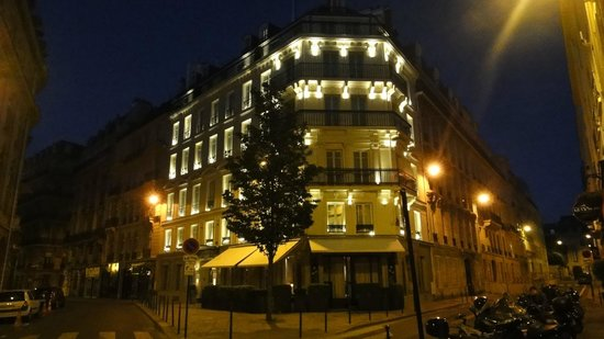 Le Pavillon des Lettres: The Hotel at Night