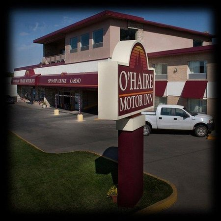 O'Haire Motor Inn: Exterior Sq