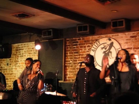 Blues Alley : angela winbush