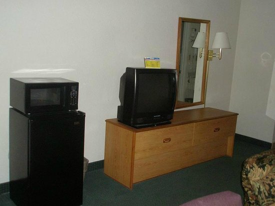 Days Inn Lake City I-10 : Microwave, fridge, TV