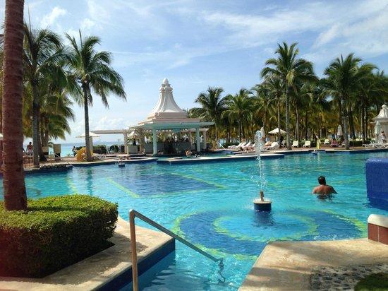 pool picture of hotel riu palace riviera maya playa del. Black Bedroom Furniture Sets. Home Design Ideas